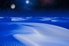 Sorgere della luna sopra le dune di sabbia blu. Immagini Stock Libere da Diritti