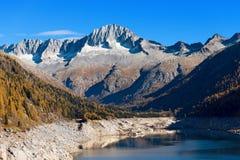 Sorgfalt-Alt und Bissina See - Trentino Italien Lizenzfreie Stockbilder