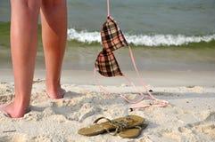 Sorglos auf dem Strand Stockbild