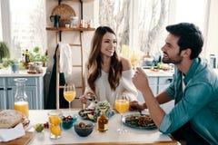 Sorglose Paare stockfoto
