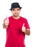 Sorgloser Mann, der oben Daumen gestikuliert Lizenzfreie Stockfotos
