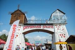 Sorochinsky angemessen Mirgorod Der Haupteingang zum Festival Stockfoto