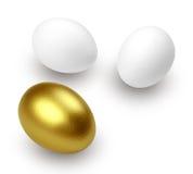 Sorpresa dorata dell'uovo! Fotografie Stock Libere da Diritti