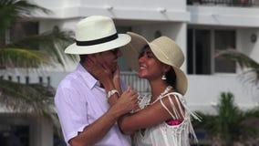 Sorpresa e donna della coppia sposata che perdono i sensi video d archivio