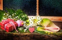 Sorpresa para el día de tarjeta del día de San Valentín, cumpleaños Imagen de archivo libre de regalías