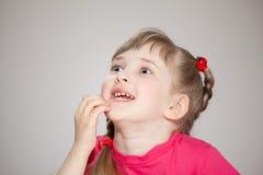Sorpresa que espera de la niña feliz Imagenes de archivo