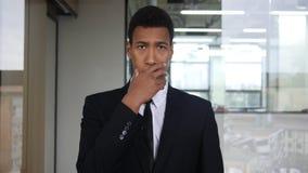 Sorpreso dalle notizie di Unpleasent, uomo d'affari nero Portrait Immagine Stock Libera da Diritti