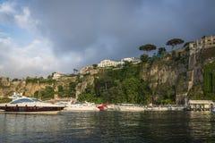 Sorrent-Hafen, Italien lizenzfreie stockfotos
