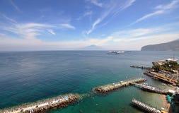 Sorrento en de Vesuvius, Italië Stock Afbeelding