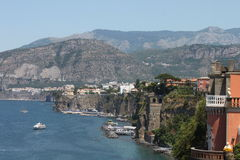 Sorrento, Itália (opinião da costa de Amalfi) imagens de stock royalty free