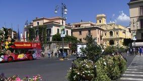 Sorrento Italia con il bus di giro stock footage