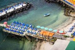 Sorrento que banha plataformas, Itália foto de stock royalty free