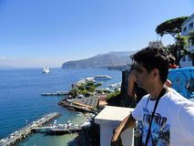 Sorrento, Włochy 18th 2010 Sierpień - widok nad morzem od Sorren Zdjęcia Royalty Free