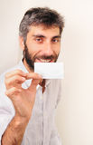 Sorria e mostre seu Businesscard Fotos de Stock Royalty Free