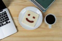 Sorria no pão, feito do doce de morango Imagem de Stock Royalty Free