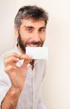 Sorrida e mostri il vostro Businesscard Fotografie Stock Libere da Diritti