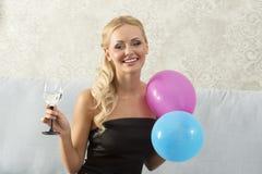 Sorridendo, donna del partito Immagine Stock