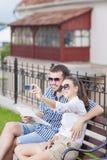 Sorridendo e coppie caucasiche felici nell'amore Immagini Stock Libere da Diritti