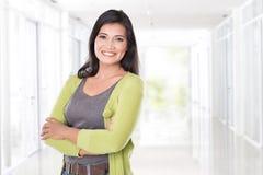 Sorridere asiatico della donna di medio evo fotografia stock libera da diritti