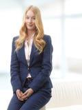 Sorridere attraente della donna di affari Immagine Stock