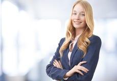 Sorridere attraente della donna di affari Fotografia Stock Libera da Diritti