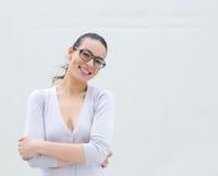 Sorridere d'uso di vetro della donna Fotografia Stock