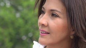 Sorridere della donna abbastanza più anziana video d archivio