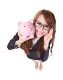 Sorridere della donna di risparmio del porcellino salvadanaio felice Fotografia Stock Libera da Diritti