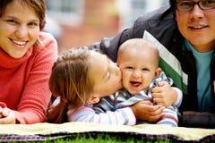Sorridere della famiglia Fotografie Stock Libere da Diritti