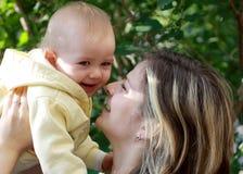 sorridere della madre del bambino Fotografia Stock Libera da Diritti