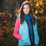 Sorridere della ragazza di autunno Fotografia Stock Libera da Diritti
