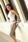 Sorridere di modello di forma fisica femminile Fotografie Stock Libere da Diritti