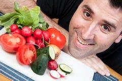 Sorridere e verdure dell'uomo Fotografia Stock