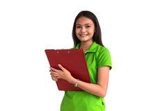 Sorridere femminile con la lavagna per appunti isolata su backgr bianco Immagine Stock