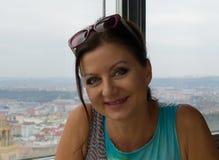 Sorridere grazioso della donna Fotografie Stock Libere da Diritti