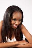 Sorridere grazioso della donna di colore Fotografie Stock Libere da Diritti
