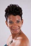 Sorridere grazioso della donna di colore Immagini Stock