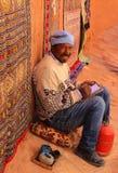 Sorridere marocchino dell'artista fotografia stock libera da diritti