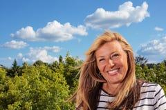 Sorridere maturo allegro della donna Fotografia Stock