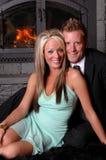 Sorridere romantico del camino delle coppie Fotografia Stock Libera da Diritti