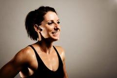 Sorridere sano della donna di forma fisica fotografie stock