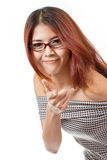 Sorrindo, positivo, mulher amigável com ponto do monóculo em você Fotografia de Stock Royalty Free