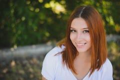 Sorrisi della ragazza fotografie stock