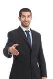 Sorriso árabe do homem de negócios pronto ao aperto de mão Fotografia de Stock