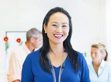 Sorriso étnico asiático da mulher imagens de stock