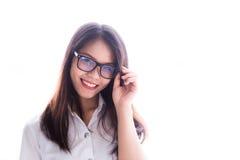 sorriso adolescente da graduação do retrato asiático bonito das mulheres dos vidros feliz imagens de stock royalty free