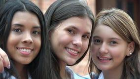 Sorriso adolescente fêmea dos amigos fotos de stock