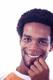 Sorriso allegro in uomo ispanico africano fotografia stock