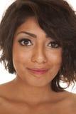 Sorriso ascendente do fim latino-americano da mulher Fotos de Stock