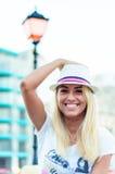 Sorriso biondo della donna Fotografie Stock